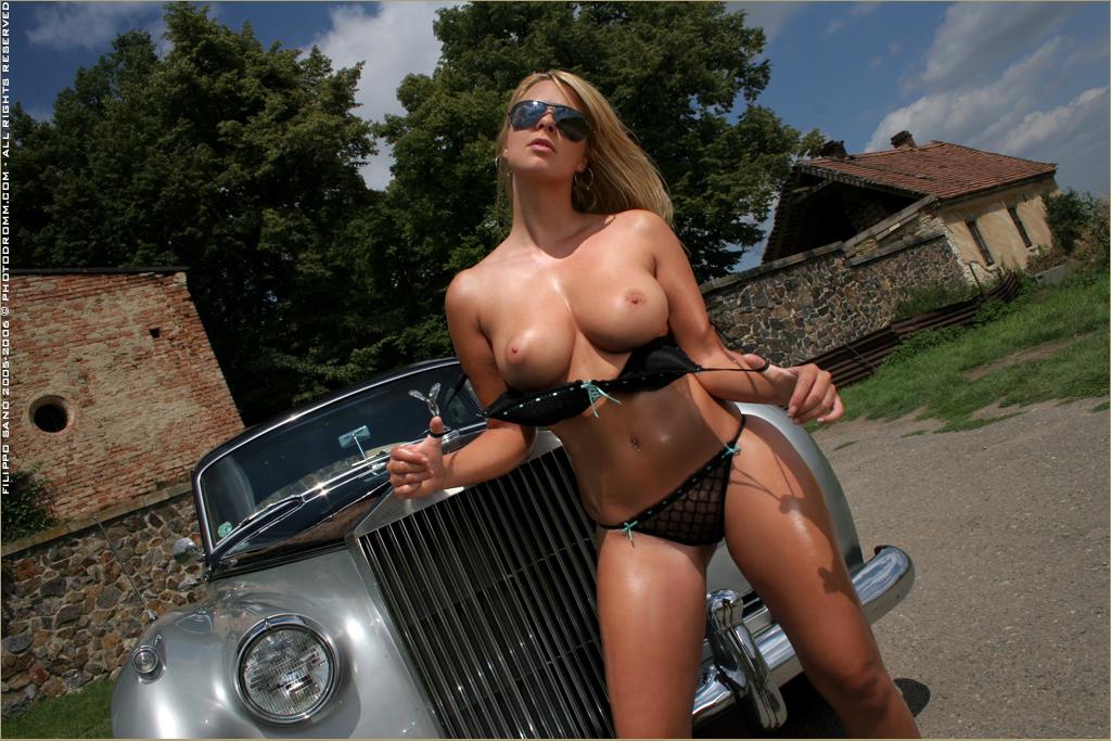 Девушки голые и авто фото