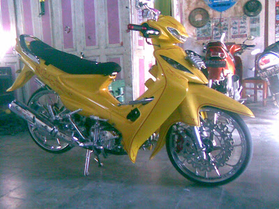 Foto006 Modifikasi Motor Suzuki Smash 110 Full Kuning Chrome Ceper