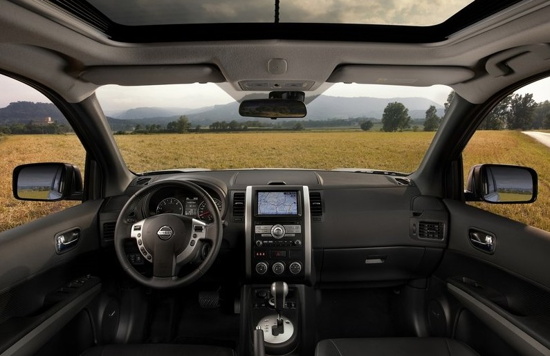 2011 Nissan X-Trail SUV Facelift Interior
