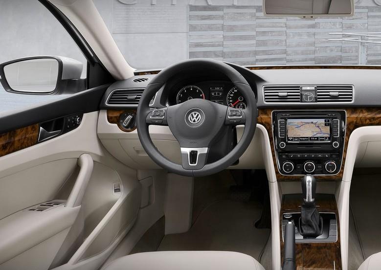 2012 Volkswagen Passat interior