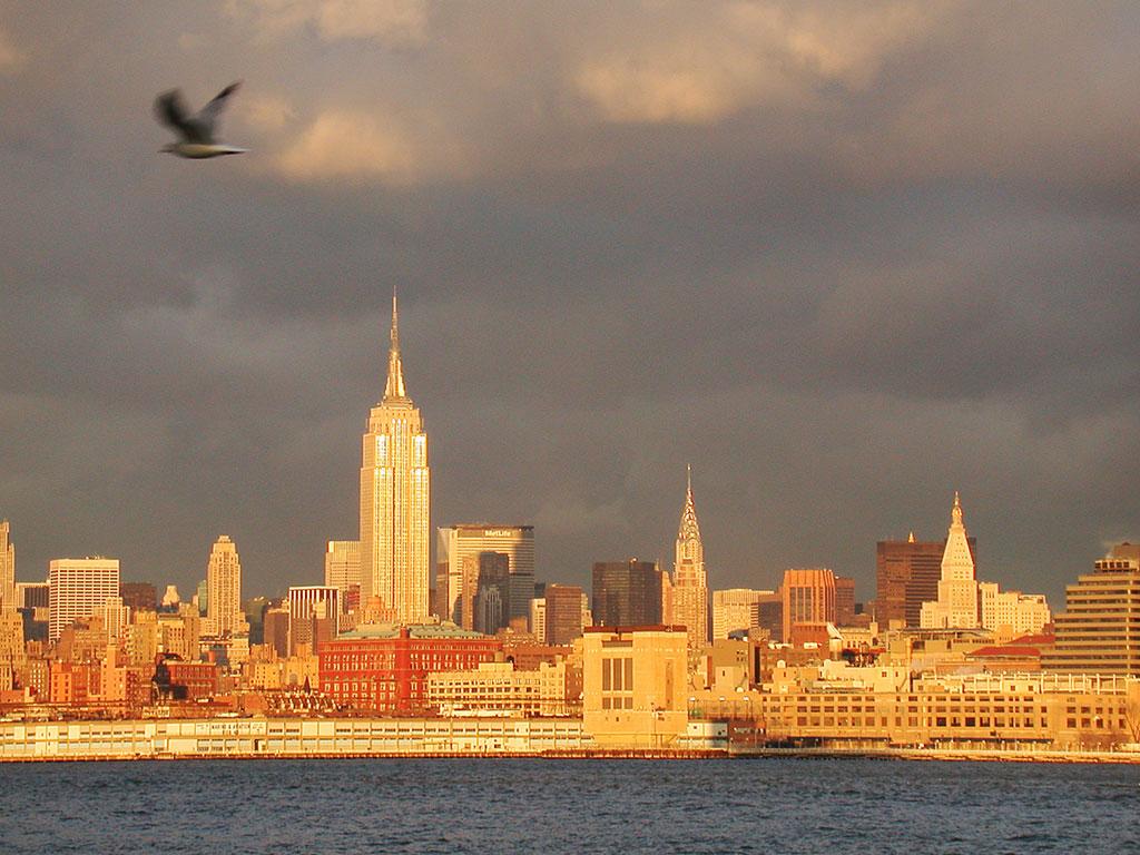 http://3.bp.blogspot.com/_1dop-TOJXD0/TLOXKA-99WI/AAAAAAAAAqI/cqWuUbuJSAI/s1600/new_york_skyline_wallpaper.jpg