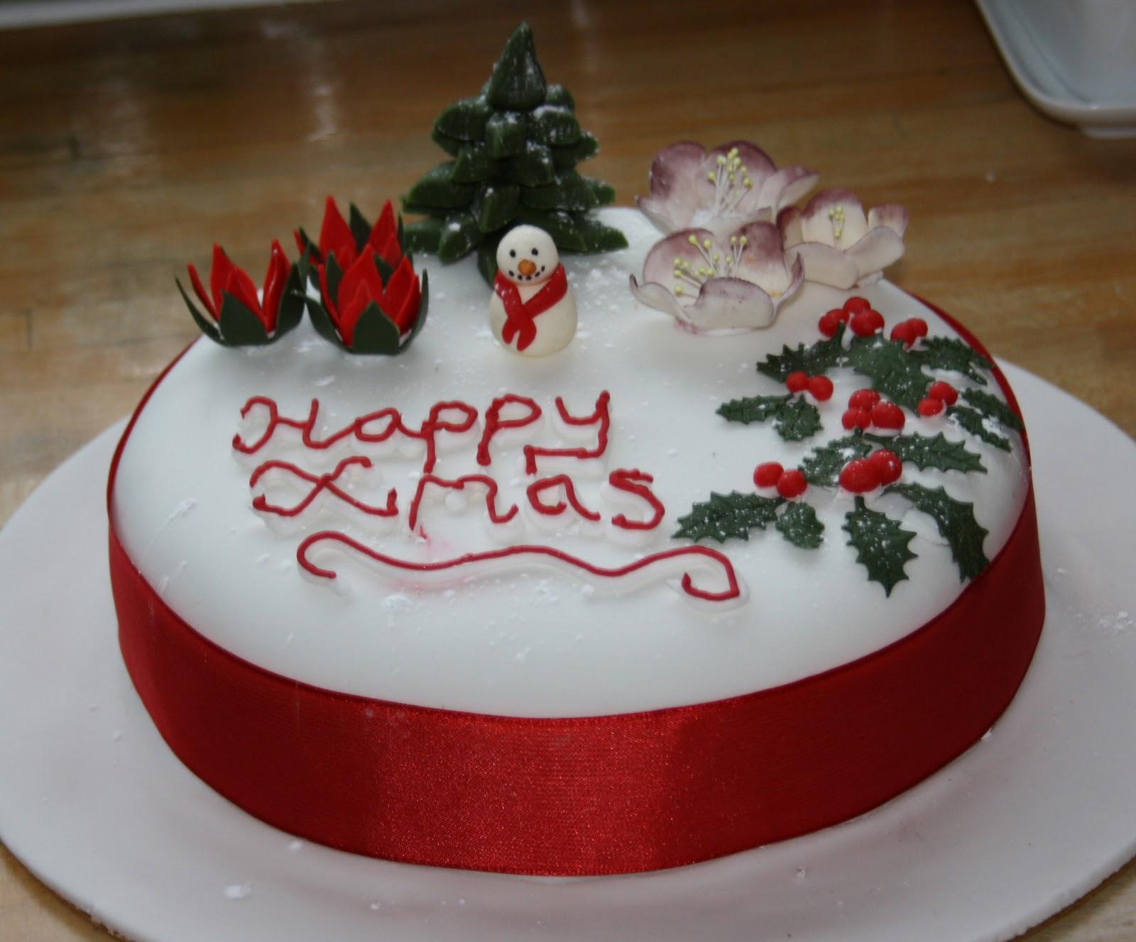 Christmas Cake Royal Icing Decorating Ideas : Decorating the Christmas Cake Bex in Sugarland