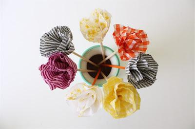 Un DIY para hacer flores de tela sin coser