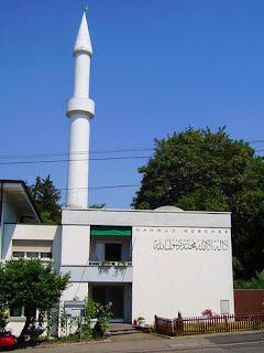 Bangkai dan Darah Babi Ditanam di Lokasi Pembangunan Masjid di Swiss