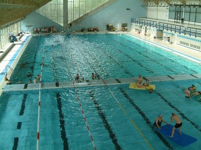 B timent brique piscine ouvert bruxelles for Piscine ouverte