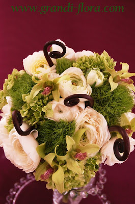 green_white_burgundy_bouquet