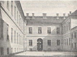 Curtea interioară a liceului