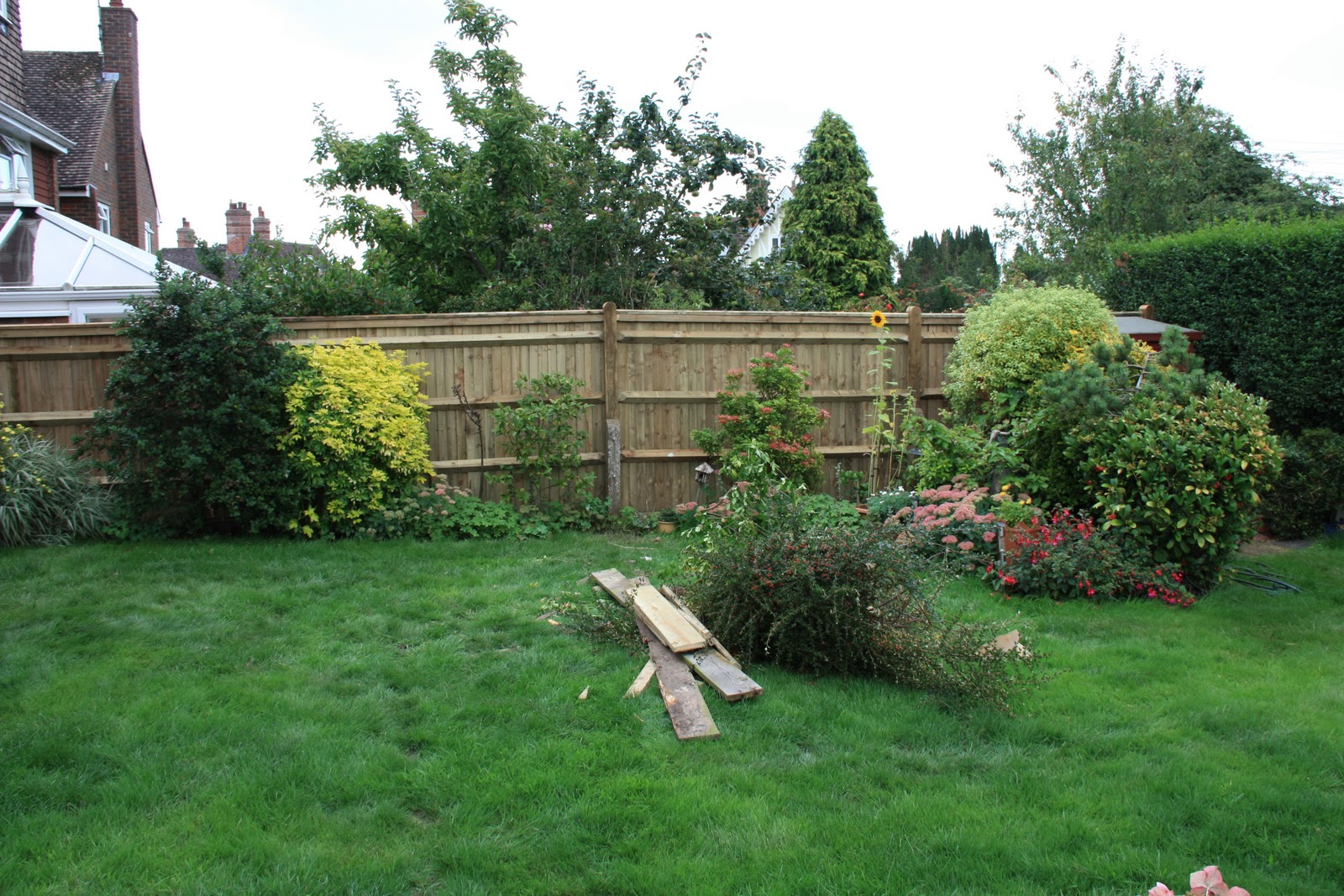 Thomas houghton gardens landscaping in west sussex simple for Landscape design sussex