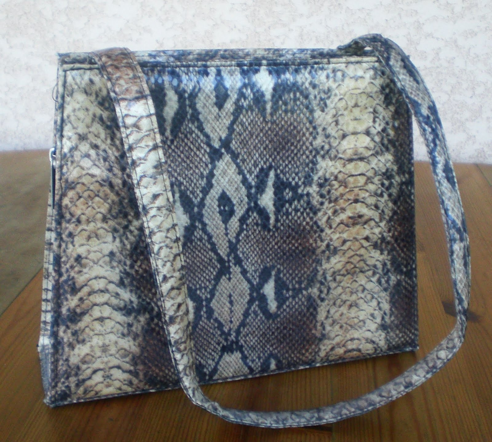 Miss coco vide son dressing montpellier h rault 34 sac a main imitation serpent - Vide dressing montpellier ...
