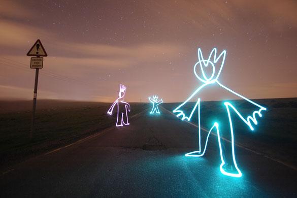 http://3.bp.blogspot.com/_1jamp6r6b9Y/TGD92PqA5lI/AAAAAAAAAKQ/nHK-hL_1OPo/s1600/Light-Graffiti-Michael-Bo-007.jpg
