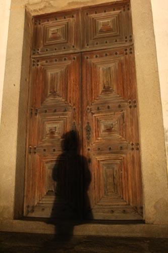 Menina à Porta