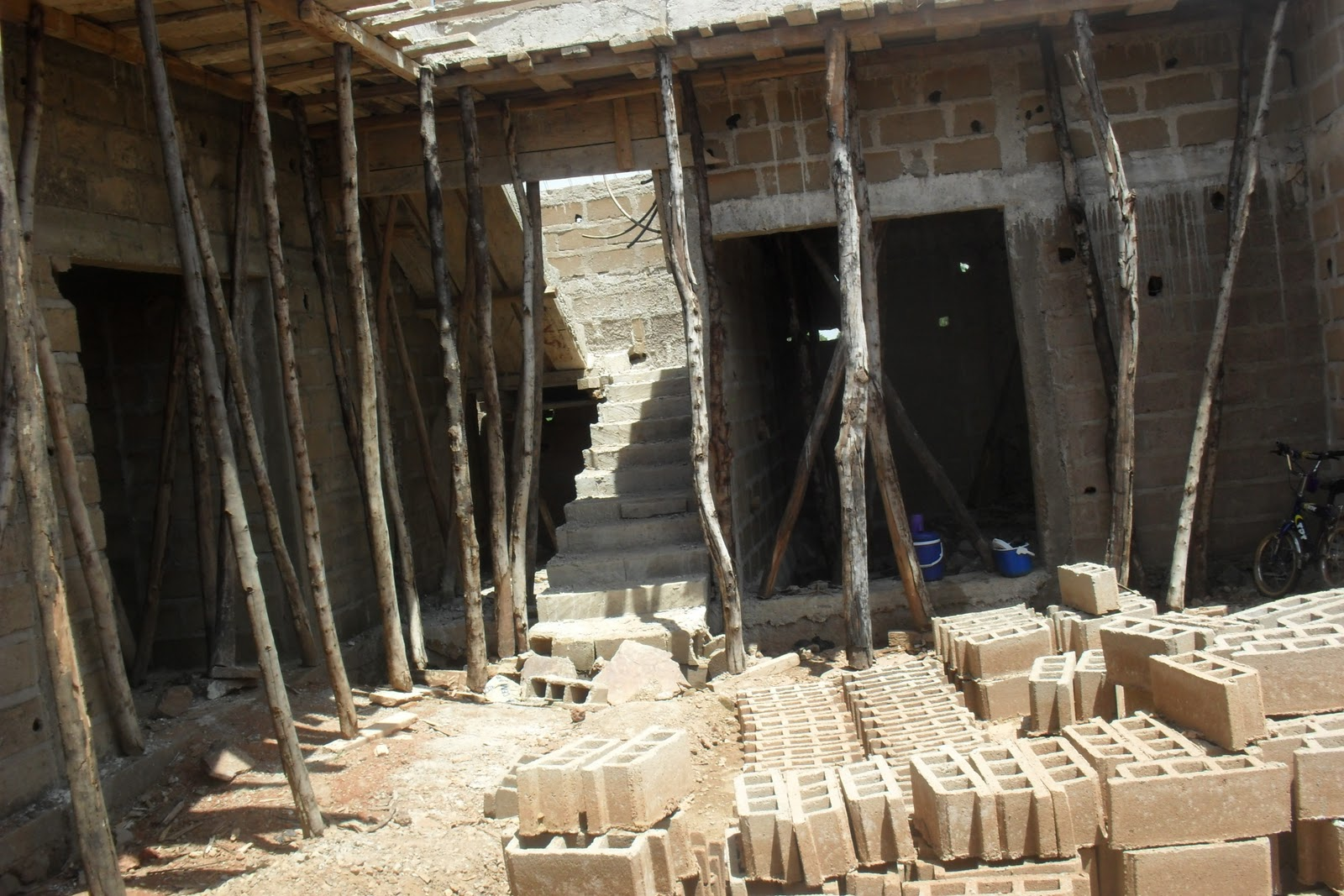 Au Mali Voila Comment Font La Dalle Du0027une Maison Le Menuisier Place Les Bois