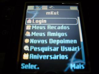 Mkut é um software que permite acessar a página de relacionamentos Orkut diretamente do celular. Para usar os aplicativos é preciso que você faça faça um cadastro no JMobi. Se cadastrar é simples, fácil e não paga nada!