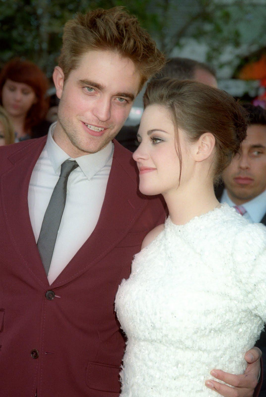 http://3.bp.blogspot.com/_1lsrycz7OMk/TCfAygnT8NI/AAAAAAAAGP4/0xr5n6CzLlM/s1600/Robert-Pattinson-Kristen-Stewart.jpg