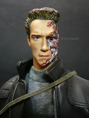 T 850 Terminator ... side profile of the T3 T-850 in comparison with the Hot Toys T2 T-800