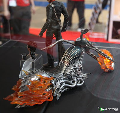 hot toys GHOST RIDER.  and BIKE! HTGR03s