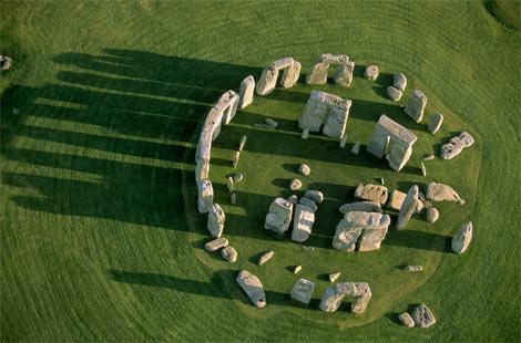 STONEHENGE. Stonehenge-from-above-692016-ga