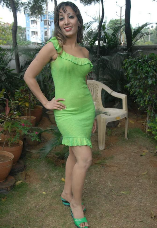 Actress Ruby Hot Stills navel show
