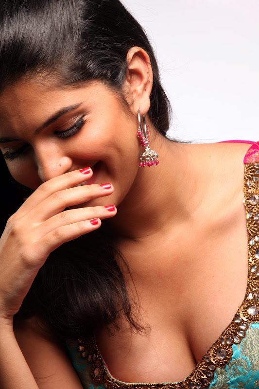 Actress Deeksha Seth In Wanted Movie Photo Gallery hot images