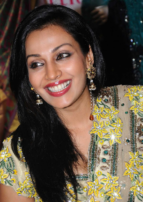 asha saini close up actress pics