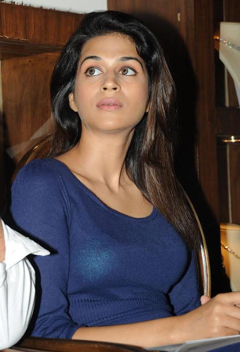 shraddha das at krsala nagavalli collection jewelery launch actress pics
