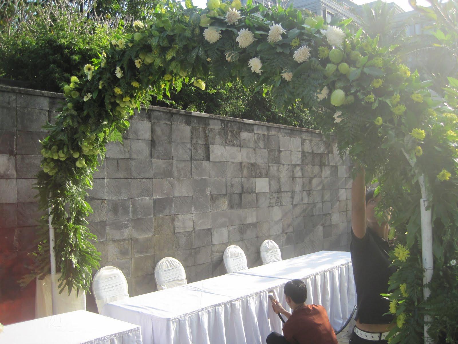 Alamanda Puspita: Pesta pernikahan outdoor - Pool site Hyatt Regency ...