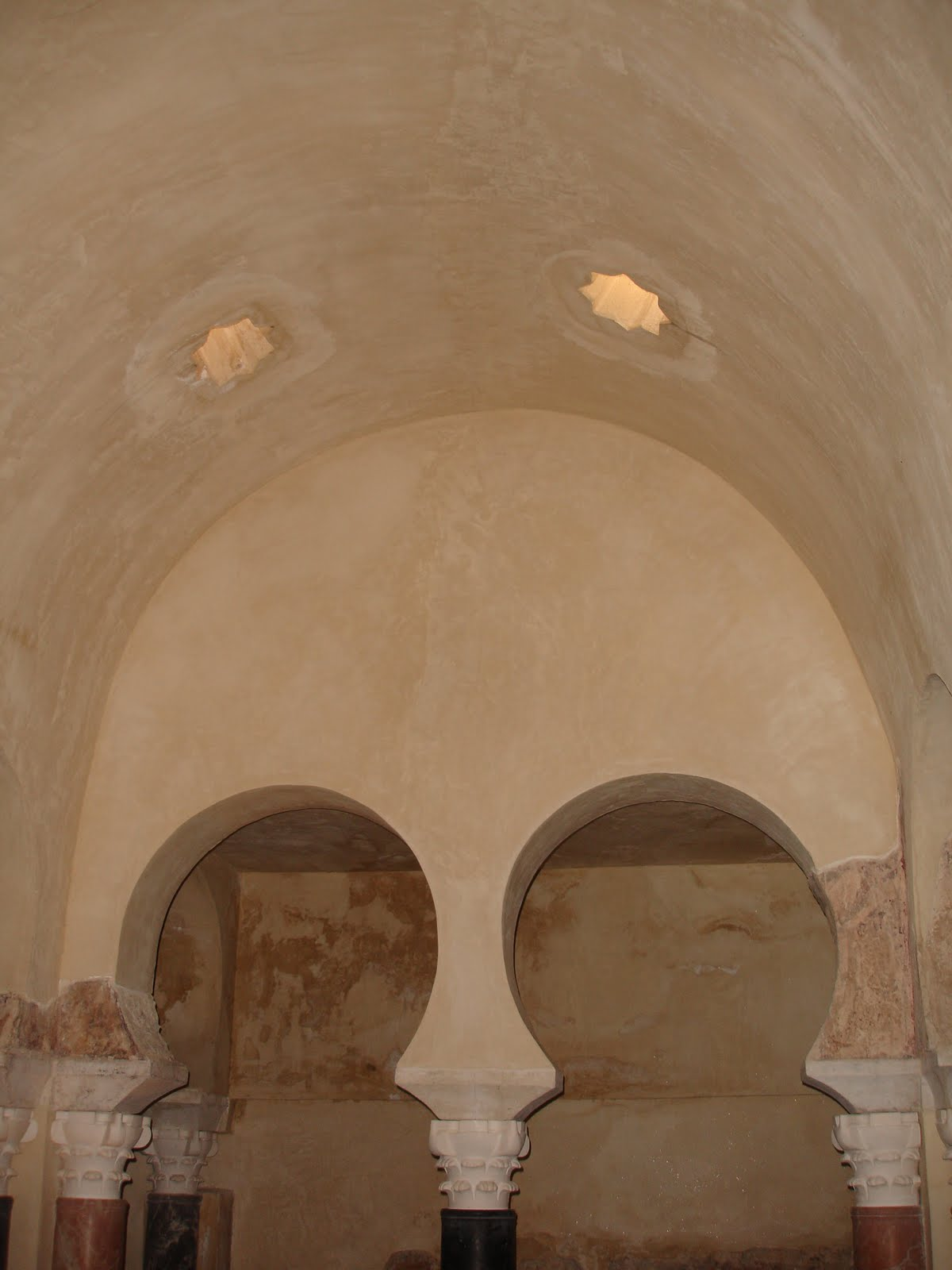 Baños Arabes Funcionamiento:Sevilla: Baños del Alcazár Califal y Baños Árabes de Santa