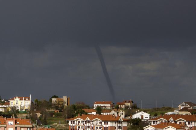Red de emergencias voz ip un tornado en el bocal cantabria espa a - Tornados en espana ...