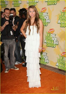 Me enamore de mi secuestrador ( Nick y Tu )(HOT) Miley-cyrus-kids-choice-awards-04