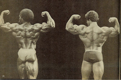 ROBBY ROBINSON AND DAN PADILLA - MUSCLE TRAINING, DEC 1979 REAR DOUBLE BICEPS - POSE DOWN AT THE NIGHT OF THE CHAMPIONS 1979, ▶ www.robbyrobinson.net