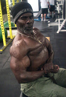 ROBBY ROBINSON AT 64 YEARS - SIDE CHEST TRAINING & POSING AT GOLD'S GYM 2010 ● www.robbyrobinson.net/books.php ●
