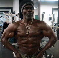 ROBBY ROBINSON AT 64 YEARS - MUSCULAR TRAINING & POSING AT GOLD'S GYM 2010 ● www.robbyrobinson.net//dvd_master_class.php