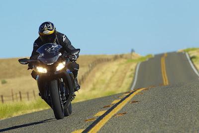 2011-Kawasaki-NinjaZX10R-ABS