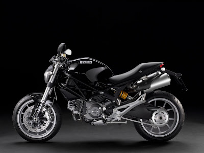2011-Ducati-Monster1100-USA