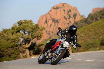 2011-Ducati-Monster1100