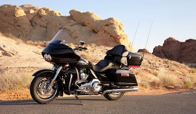 2011-Harley-Davidson-FLTRURoadGlideUltra-black