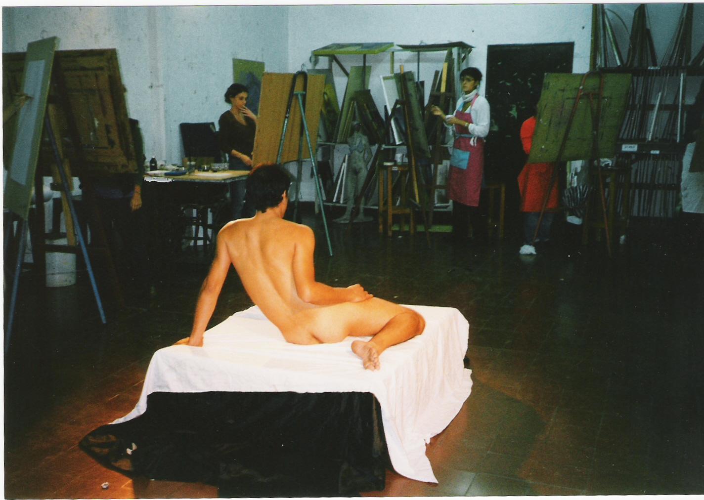 Artista nuevo trabajo bocetos desnudos
