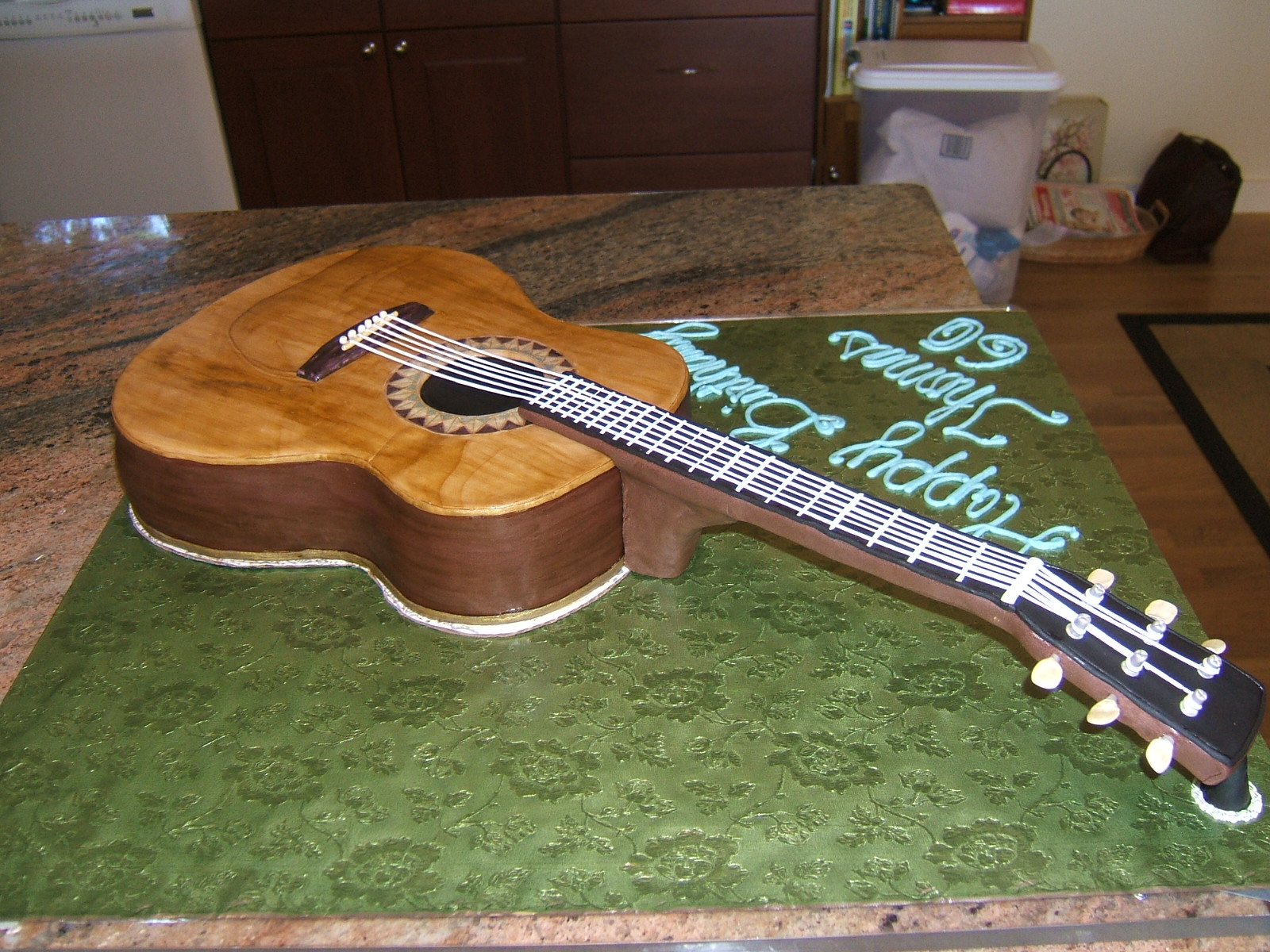 Images Of Guitar Cake : GORGEous Cakes by Kris: Acoustic Guitar Cake
