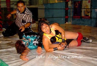 Luna Magica wrestling Tsunami in Mexico