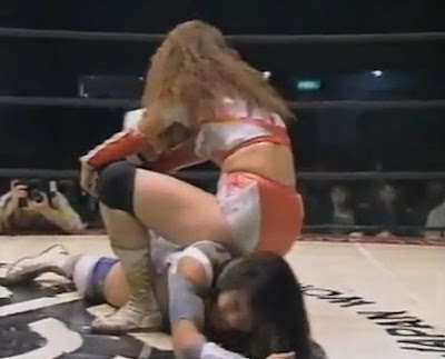 Takako Inoue-Mima Shimoda-female wrestling-single leg crab