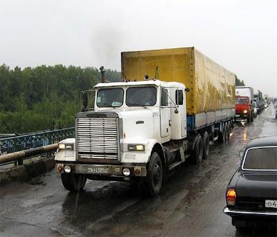 Фото старых грузовиков. Грузовой автомобиль Фретлайнер