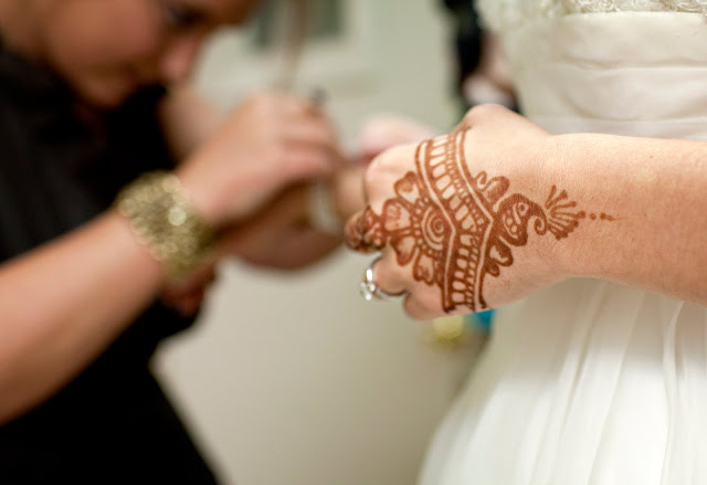 Henna tattoo on bride's hand in Atlanta, wedding photographer