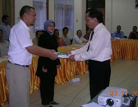 Melatih Karyawan PLN wilayah Sumatera Barat