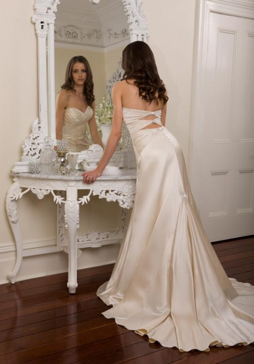 Sexy Ivory Wedding Gown With Long Train