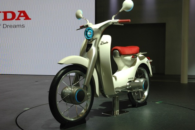 http://3.bp.blogspot.com/_22st2V4Cvjk/TG95rGE97FI/AAAAAAAAEy0/h22CqUqDicM/s1600/tokyo-2009-honda-rolls-out-the-ev-cub-we-pray-for-a-production.jpg