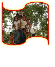 niños en el parque de la escuela
