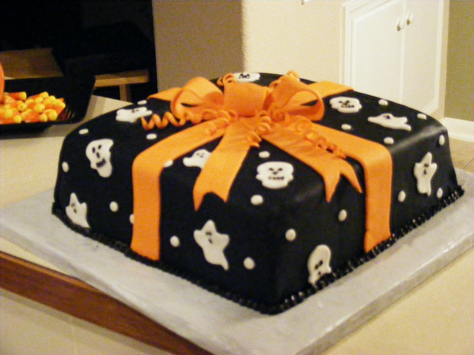 Fondant Cake Halloween Ideas : PattiCakes!: Halloween Cake (Class III, final cake ...