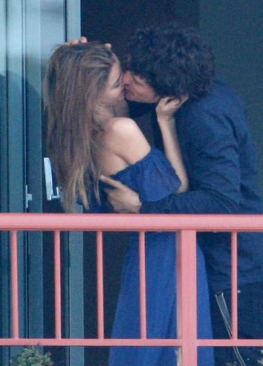 orlando bloom and miranda kerr kiss