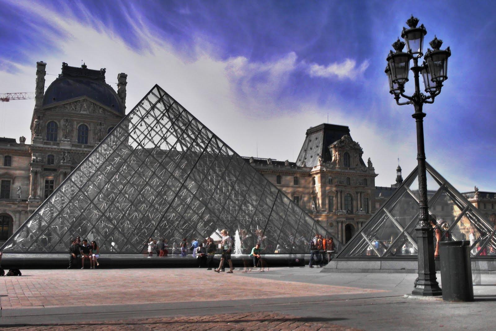 Le blog de sharleen et d 39 emma la pyramide du louvre - Qui a construit la pyramide du louvre ...