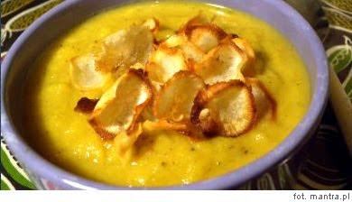 Przepis na zupę z pasternaka, jabłek i czipsów